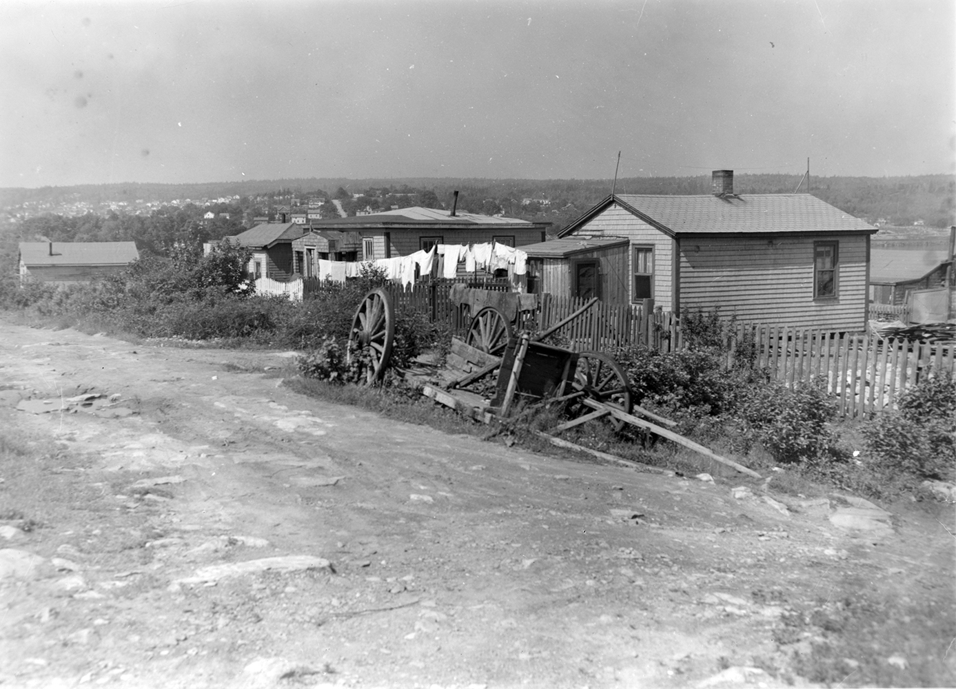 Houses_in_Africville_with_laundry_hanging_on_the_line_(32862740654)