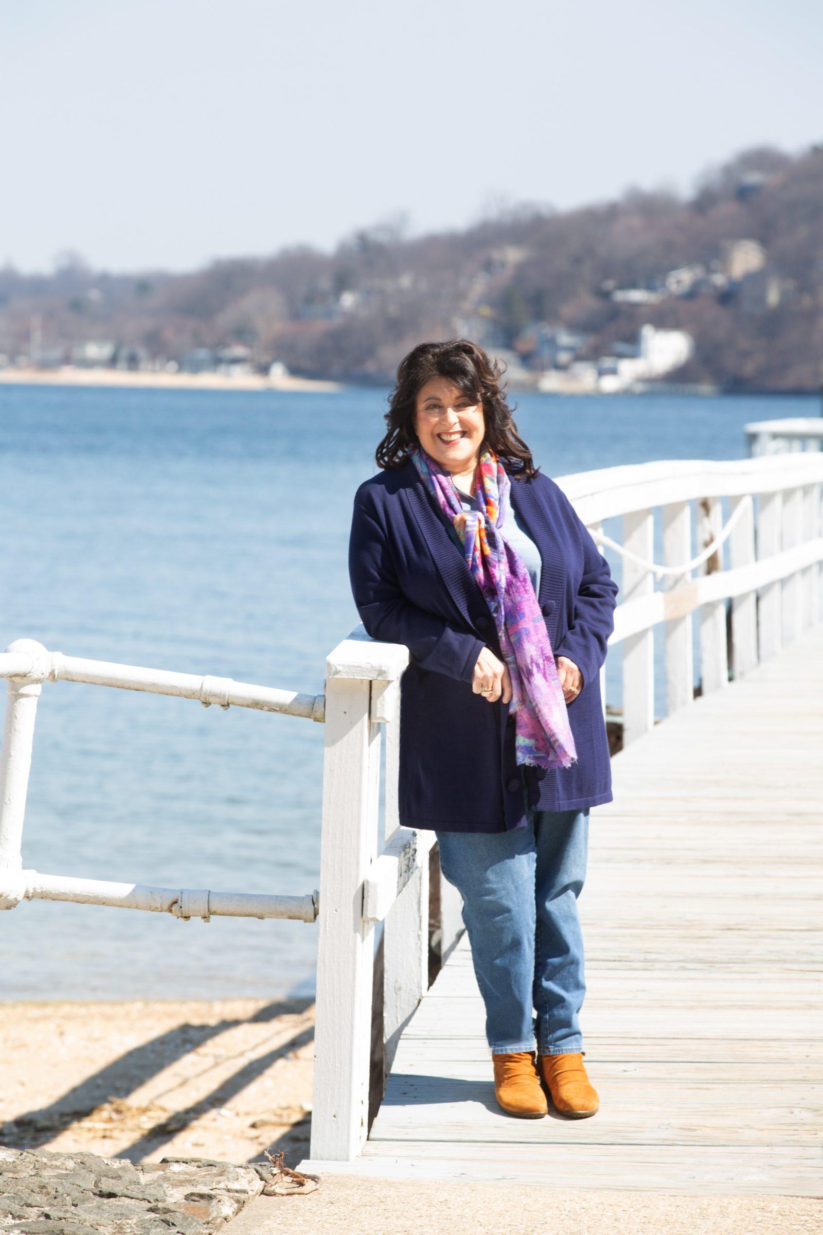 Isaacs, Susan author photo credit Linda Nutter - Carla Cain-Walther